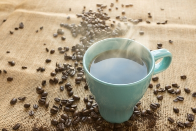Mi café es un capricho, mi seguro de salud Adeslas es una inversión.